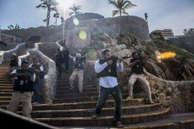 Кадры из фильма Добро пожаловать в Акапулько (Welcome to Acapulco)